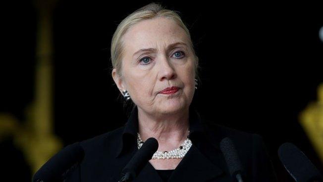 Hillary con coágulo en la cabeza