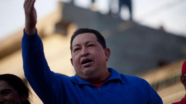 Hugo Chávez regresa a Venezuela
