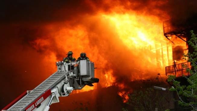 Bomberos controlan fuego