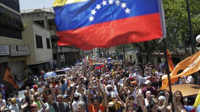 Reclaman la verdad sobre salud de Chávez