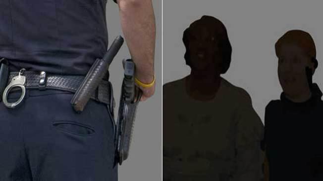 Madre e hija furiosas con la policía