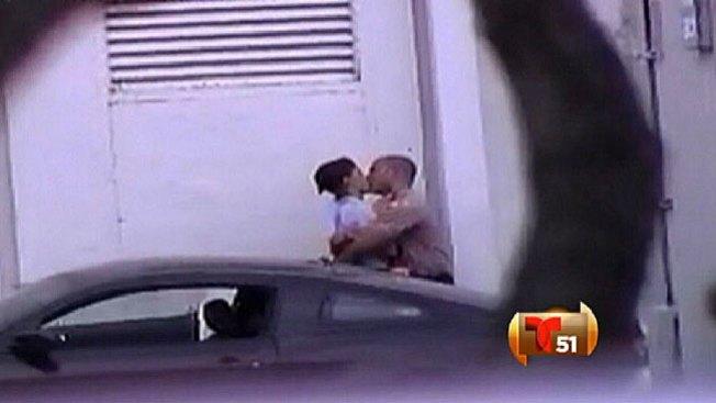 Captan a policías pasándola de lo lindo