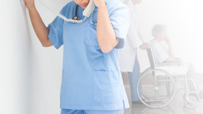 Enfermera niega ayuda y anciana muere