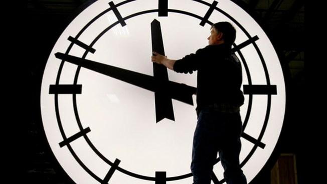 ¡No te quedes dormido, adelanta tu reloj!
