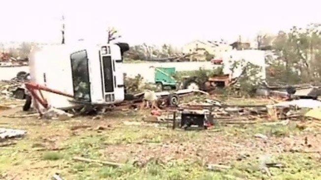 Tormenta y tornados dejan tres muertos
