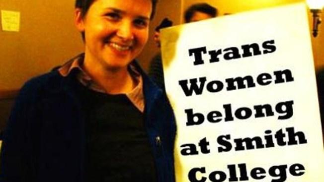 Universidad niega la entrada a transexual