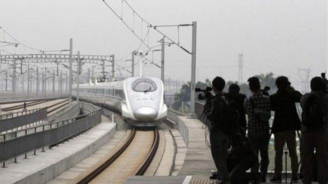 Estrenan tren bala de Pekín