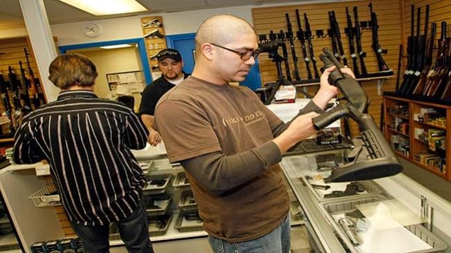 Aprueban control de armas en Colorado