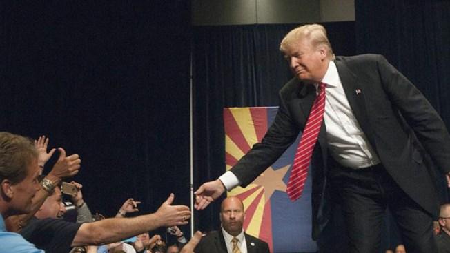 """Trump llama """"idiota"""" a uno de sus rivales"""