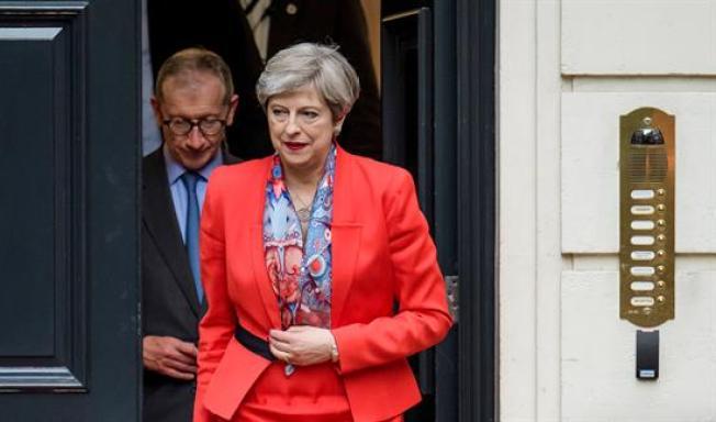 May reflexionará sobre el resultado electoral tras perder mayoría absoluta