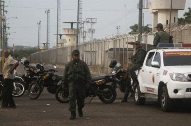 Reyerta en cárcel deja 16 muertos