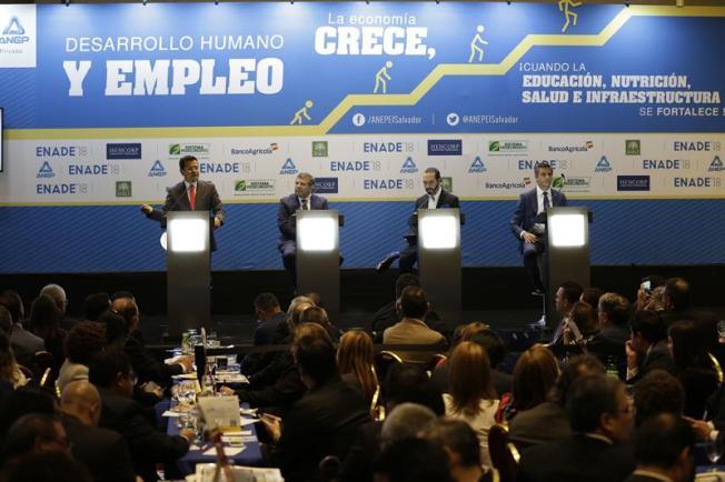 Candidatos salvadoreños prometen a empresarios reformas en empleo y educación