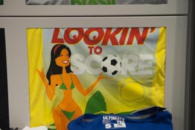 Adidas para venta de polémica camiseta