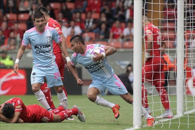 Toluca le gana 4-2 a Querétaro y queda arriba
