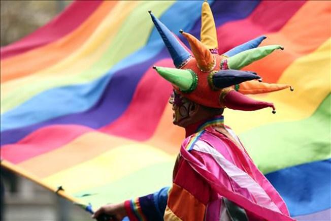 Miles celebran el Día del Orgullo Gay