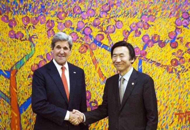 Kerry visita una tensa Surcorea