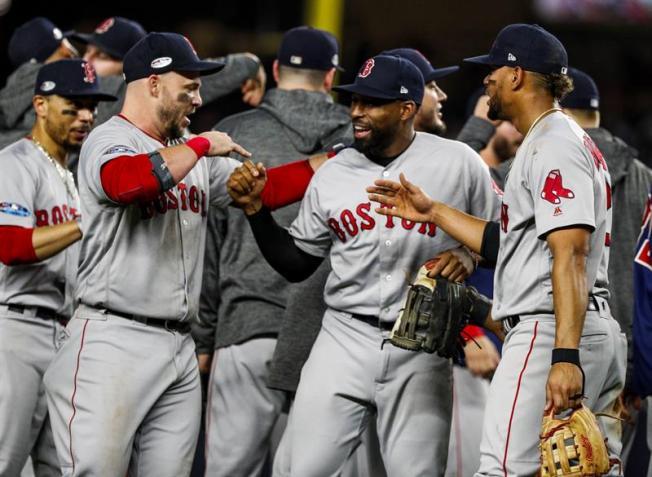 Red Sox derrotan a Yankees y pasan a serie de campeonato