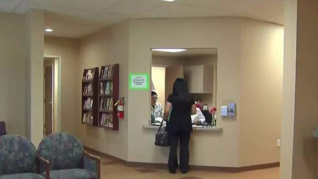 Ofrecen Ayuda Medica Para Inmigrantes A Bajo Costo Telemundo Las Vegas