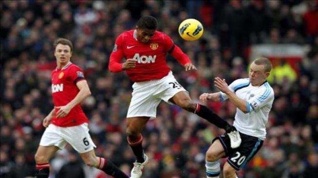 Rooney bate al Liverpool y pone al United como líder provisional