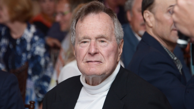 Bush padre: un mes hospitalizado